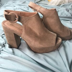 tan peep toe platform heels!😍😍